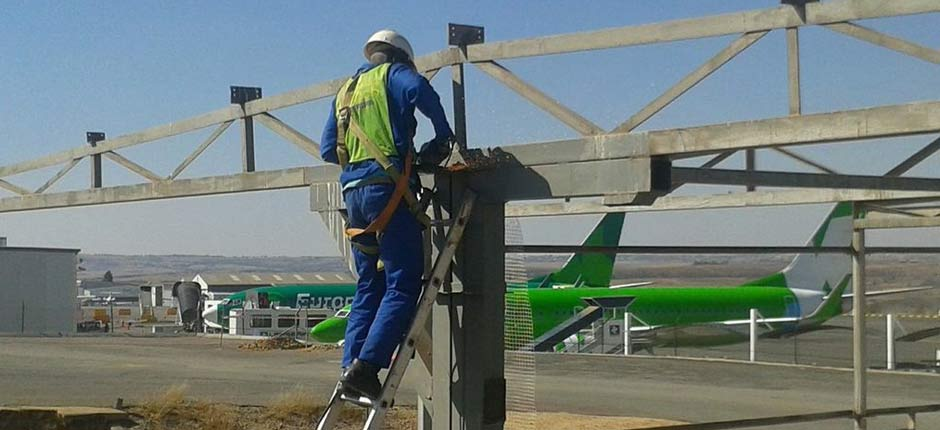 Building a steel structure at Lanseria Airport